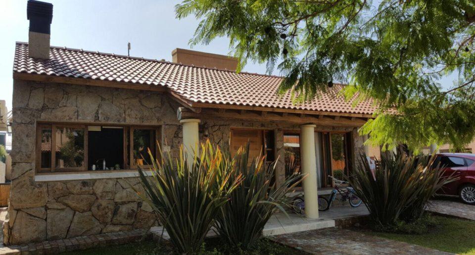 Casa Barrio Ayres de Campo